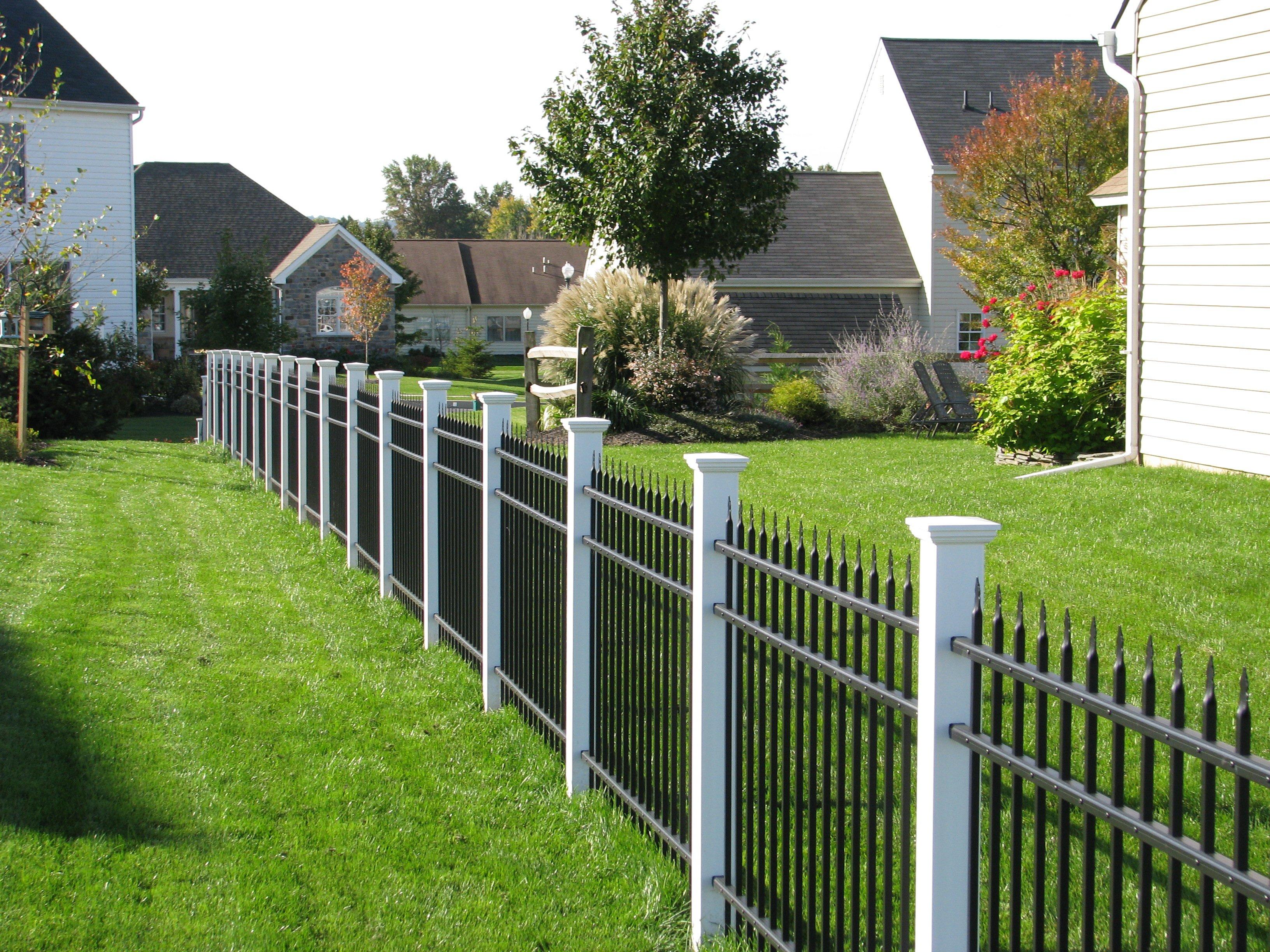 Aluminum UAS 100 with PVC posts